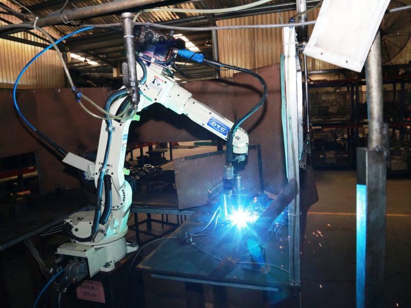 冲压车间08:机器人自动焊接(工装铁板上有字 是否可以去掉)-修理之后